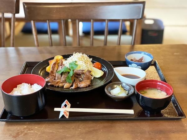 01黒毛和牛ステーキ御膳(2000円)
