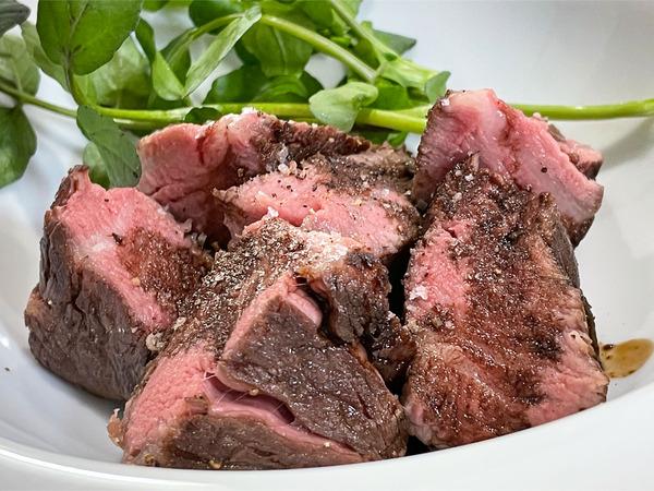 16芽室産交雑種のヒレ肉のステーキ(バルサミコソース)