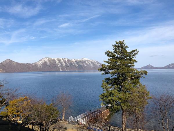 14逆側は支笏湖と紋別岳