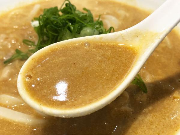 02クリーミーカレーうどん(880円)スープ