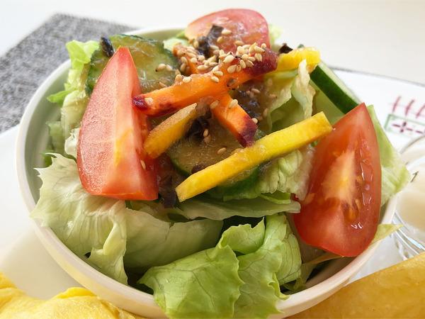 04オムライス(900円)サラダ