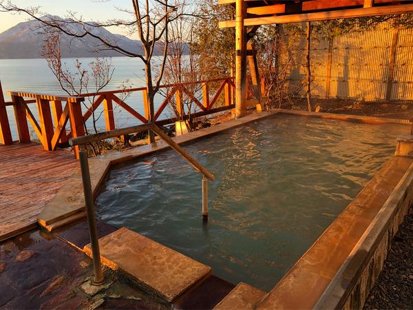 04眩しすぎる朝日を浴びた展望露天風呂