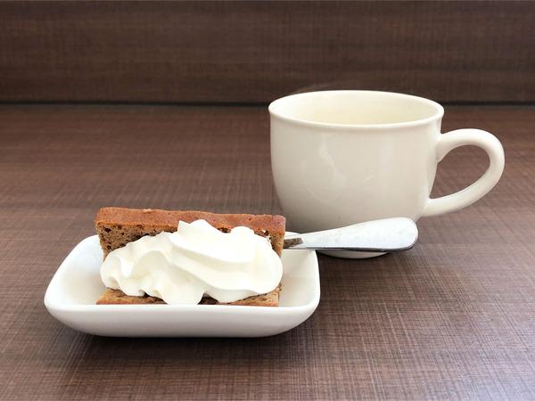 10ミニデザートと無料のコーヒー