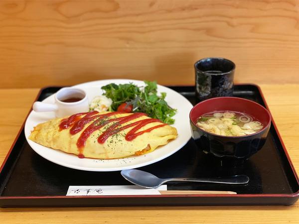 01オムライス(750円)
