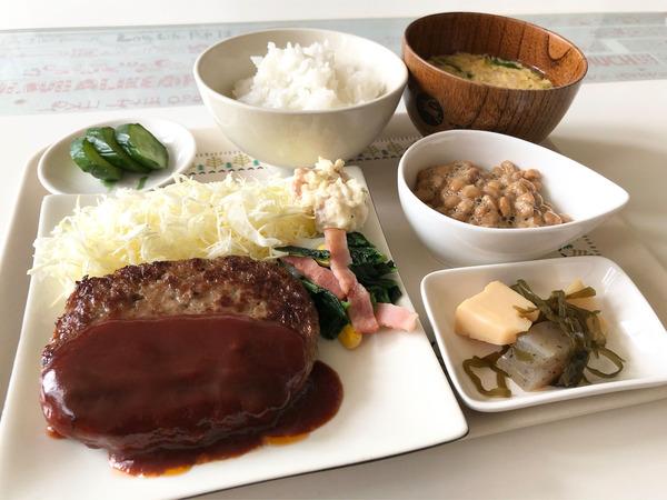 01ハンバーグ定食(調理例)