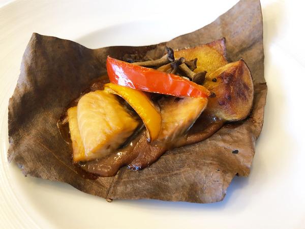 07メイン:秋鮭の朴葉焼き