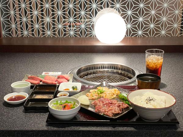 01サガリ&豚ホルモン定食(1090円)・にくとら厚切り牛タン(1380円)