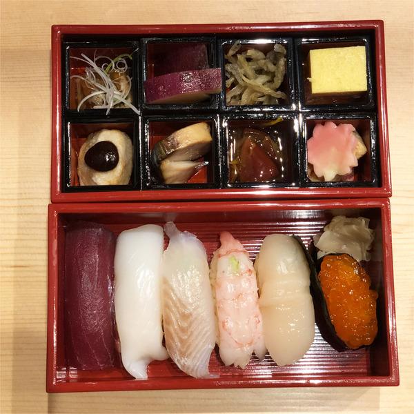 02海鮮生寿司弁当上から