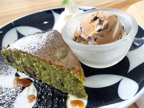 06抹茶のパウンドケーキとティラミスアイス