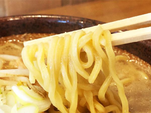 03炙り味噌らーめん(790円)麺