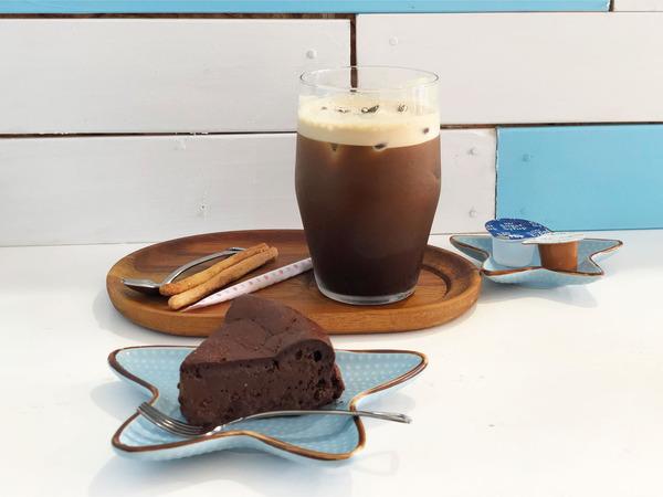 04糖質カットガトーショコラ(385円)・アイスコーヒー