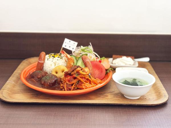 01おとなさまランチ(1320円)