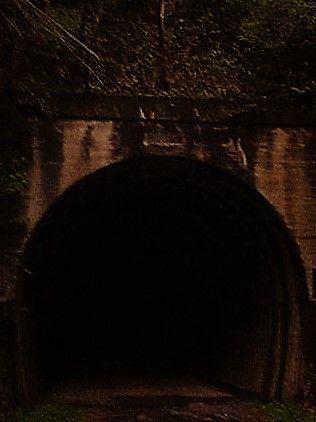 トンネル (2)