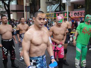 千葉県の親子三代夏祭り」のパレ...