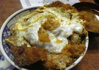 「デミソースカツ丼」の有名な麹町の吉乃家でとんかつを食す!