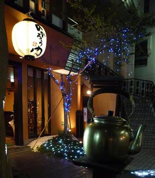グルメな芸能人も多く通う、東京赤坂の博多もつ鍋「よかろう門」でモツ鍋を食す!