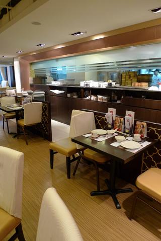 羽田発香港の旅 - 香港で『八喜(8 Happiness)』のお粥の朝食を食す!