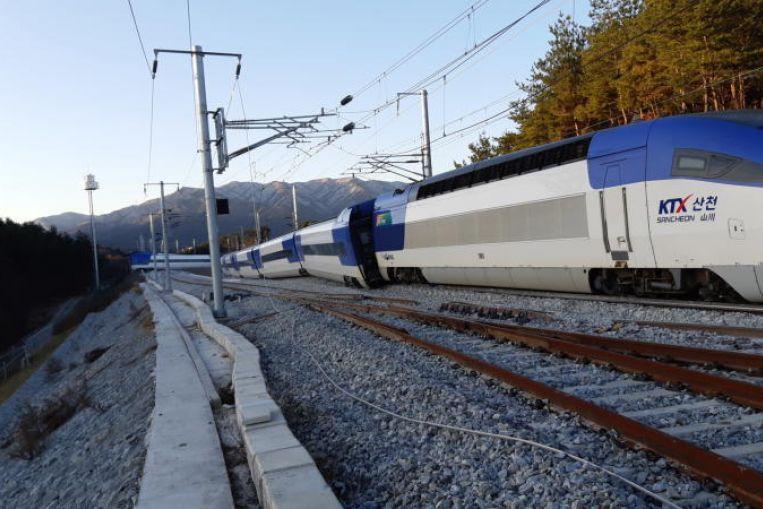 韓国の高速鉄道が脱線、14名が軽...
