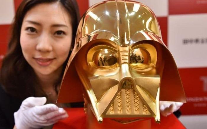 日本で1億5400万円の純金製ダースベイダーのマスクが発売(海外の反応)