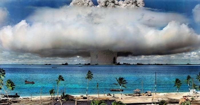 カラー化されたビキニ環礁で行わ...