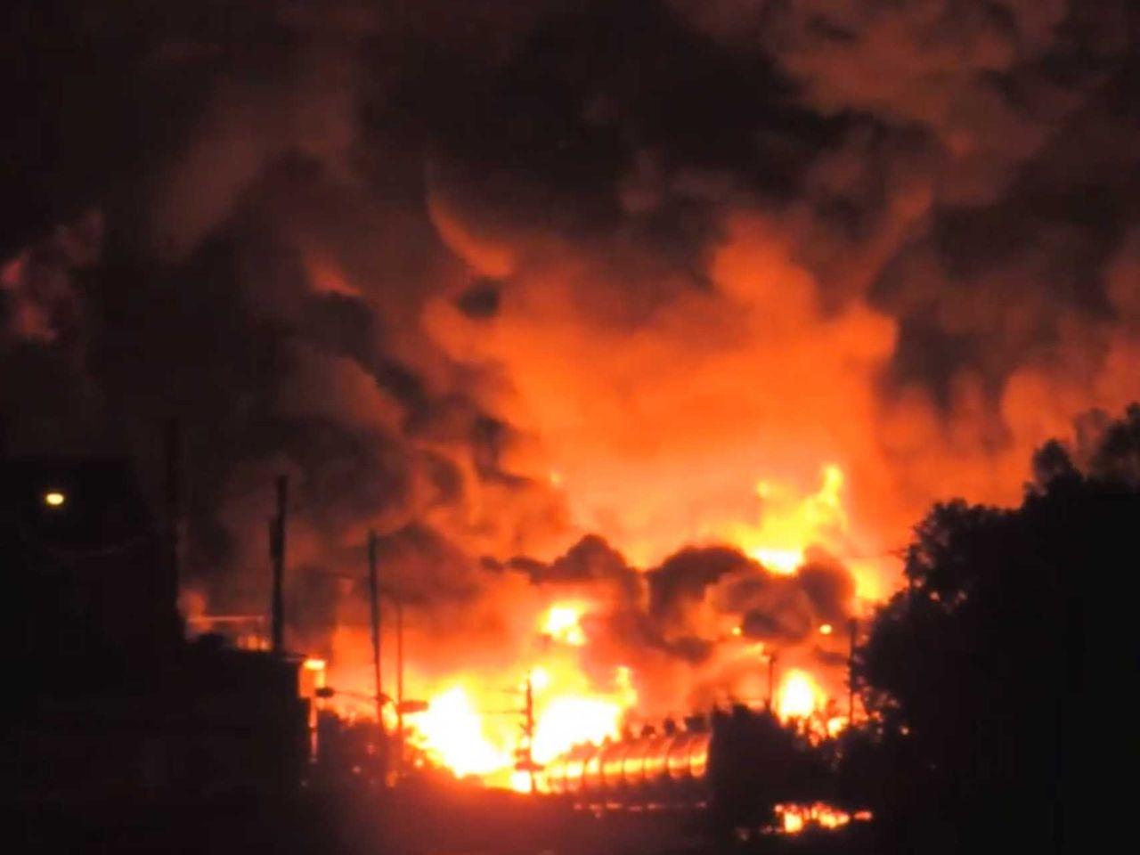 rrerrr 列車爆発の死者5人に、町が壊滅的被害 カナダカナダ・ケベック州の町で、原... カ