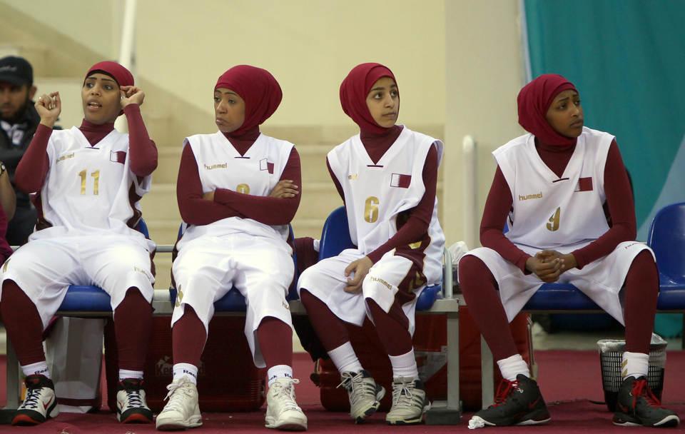 (韓国アジア大会)頭を覆うヒジャブ禁止でカタール女子チームが試合放棄(海外の反応)