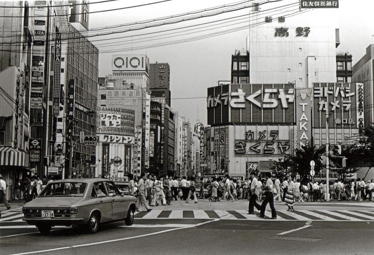 1977年に撮影された新宿東口の写真(海外の反応)