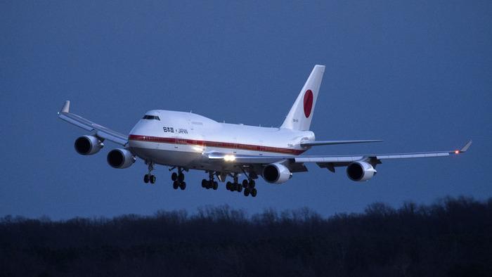 飛行中の日本政府専用機からパネル落下(海外の反応)の画像