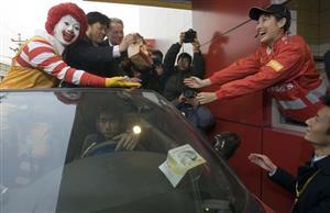 中国人はドライブスルーで買って店内で食べてたらしいw【海外の反応】