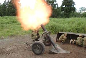 迫撃砲の弾丸を花火代わりにして遊ぶ米兵がやばい【海外の反応】
