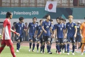 大勢と対決する日本のサッカー選手がすごい(海外の反応)