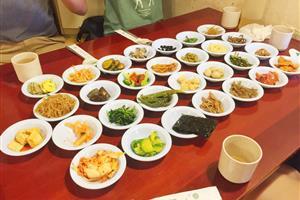韓国のレストランで食事をしたら大量の料理が出来てビビった【海外の反応】