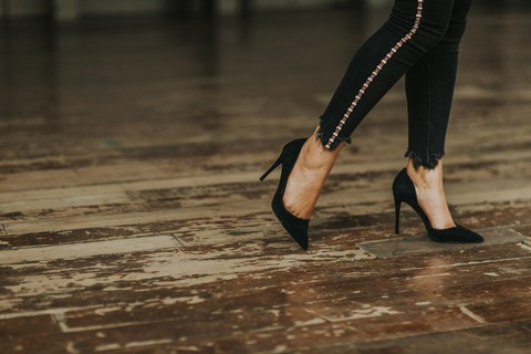 fashion-feet-floor-2044228