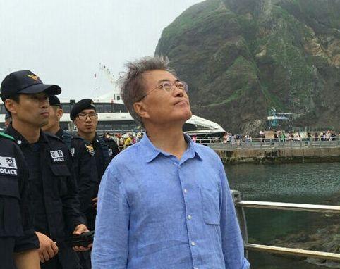 韓国人「文在寅大統領様、独島に訪問してください」