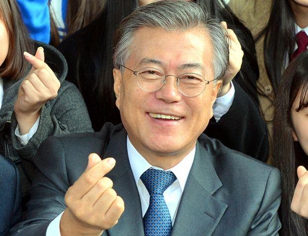 韓国人「文在寅に愛されていたことを知った日本人女性の反応がこちら」