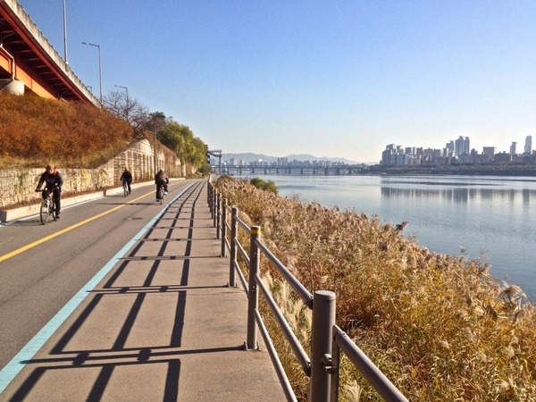 韓国の街角の風景-45