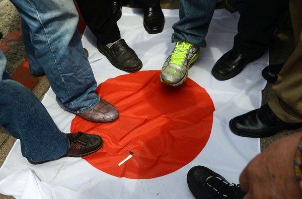 韓国人「なぜ、日本を嫌わないという理由で非難を受けるのでしょうか?」