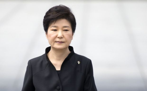 韓国人「職務停止後、45日ぶりに外出した朴槿恵をカメラがとらえた!向かった先は…」