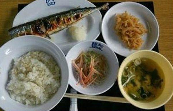 韓国人「韓国軍の食事 VS 日本の刑務所の食事」 : カイカイ反応通信