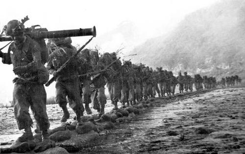 ka-0786 韓国人「朝鮮戦争当時の従軍記者が撮影した写真を見てみよう」