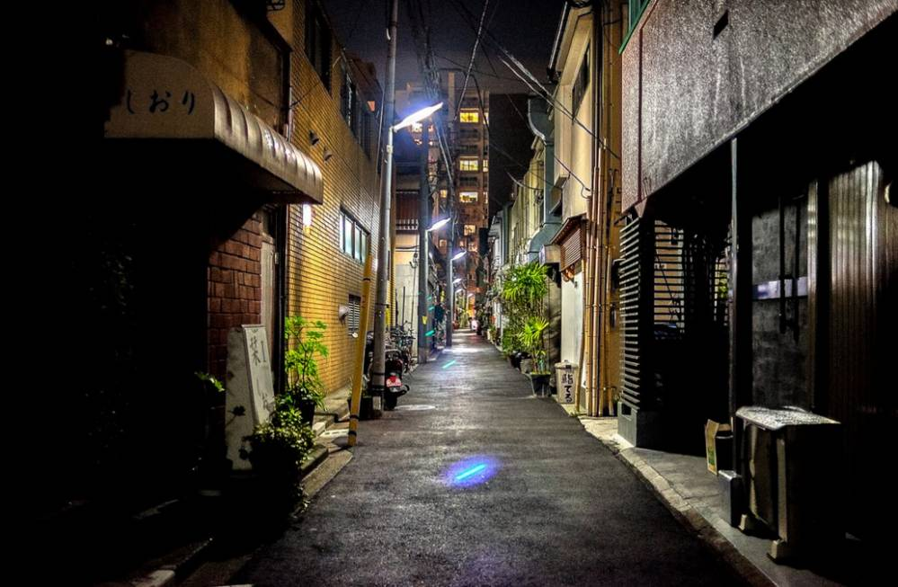 夜のわびさびある路地裏
