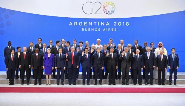 【朗報】安倍総理、G20の記念撮影で好位置を獲得する