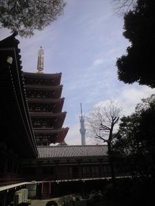 2011年4月11日五重塔とスカイツリー