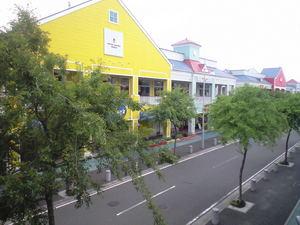 2010年6月7日ベイサイド黄色い建物