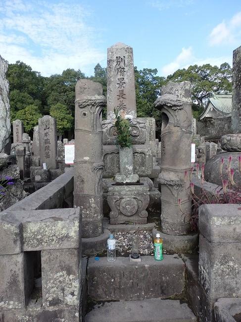 別府晋介の墓1