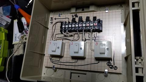0302ソーラーパネル接続ボックス.jpg