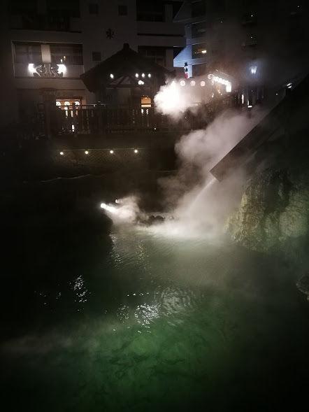 0309夜の湯畑2
