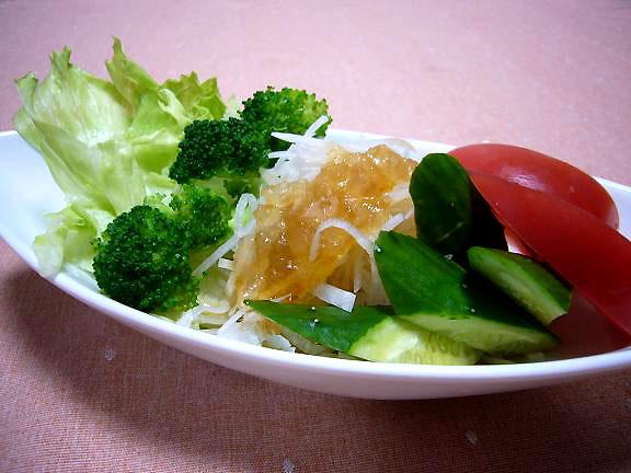大根サラダ寒天入り紫蘇ドレッシング→大根にオットはただのお醤油がいいんですって!