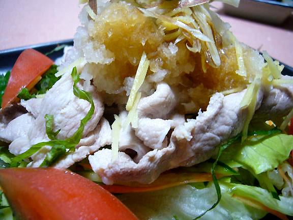 冷しゃぶ→久し振りの豚肉が美味しい!少し厚めのお肉も食べ応えありよ!茹でて、洗って、冷して、しっかり脂抜き!