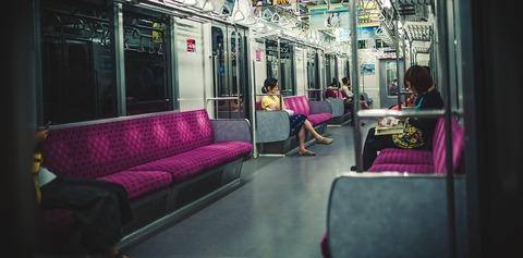 ブログ用 夜間の電車